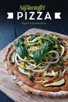 Wenn es mal schnell gehen soll. Diese Süßkartoffel Pizza lässt sich schnell und einfach herstellen. Sie ist vegan, glutenfrei und kommt ohne Hefe und ohne Tomate aus. Sweet Potato Pizza, Sweet Potato Recipes, Vegan Gluten Free, Gluten Free Recipes, Vegan Recipes, Flammkuchen Vegan, Small Pizza, Pumpkin Tarts, Quick Pizza
