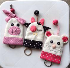 23 Clever DIY Christmas Decoration Ideas By Crafty Panda Pig Crafts, Felt Crafts, Fabric Crafts, Diy And Crafts, Felt Animal Patterns, Stuffed Animal Patterns, Cute Sewing Projects, Sewing Crafts, Patchwork Quilting