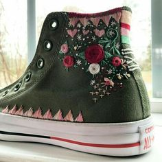 Embroidered converse shoes hand embroidered by me! Embroidered converse shoes hand embroidered by me! Diy Embroidery, Embroidery Patterns, Embroidery Stitches, Diy Fashion, Ideias Fashion, Fashion Shoes, Estilo Hippie, Embroidered Clothes, Painted Shoes