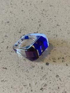 317 V Blue Coral Vintage Lucite Ring