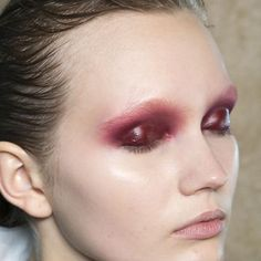 Slick red eyelids at the Julien Macdonald fall/winter 2014 show.
