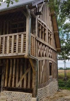 Monumental Architecture, Timber Architecture, Architecture Details, Timber Frame Homes, Timber House, Self Build Houses, Industrial Interior Design, Old Buildings, Cottage Homes