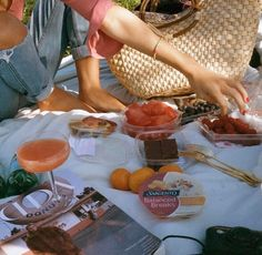 grafika food and picnic Summer Aesthetic, Aesthetic Food, Flower Aesthetic, Blue Aesthetic, Aesthetic Fashion, Film Aesthetic, Aesthetic Videos, Italian Summer, European Summer