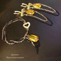 #ручнаяработа #классика #винтаж #дизайнерскоеукрашение #ювелирноестекло #подвеска #фурнитурапозолота18к #черненнаяфурнитура #эксклюзив #изящноеукрашение #шикарныйобраз #качество #стильныйобраз #мода Beading, Handmade Jewelry, Gold Necklace, Photo And Video, Bracelets, Earrings, Instagram, Stud Earrings, Ear Rings