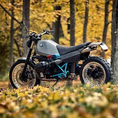 A brutal, angular BMW R1200S-based scrambler from Estonia's Renard Speed Shop. Fantastisch!