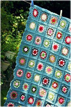 Colcha de crochê azul