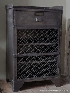 vaisselier industriel meuble industriel de salle manger mobilier pinterest m taux. Black Bedroom Furniture Sets. Home Design Ideas