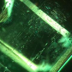 Inclusions inside a stunning emerald at 45x magnification  #jewelry #jewelrygram #jewelrydesign #jewelrybox #jewelrylover #jewelryaddict #jewelrystore #jewelryforsale #sfbayarea #marincounty #sonomacounty #emerald #geminclusion #gemphotography