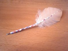 Winniearthe: DIY feather quills Quilling, Feather, Hair Styles, Diy, Beauty, Bedspreads, Hair Plait Styles, Quill, Bricolage