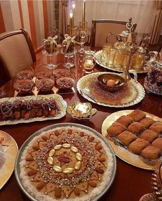 Algerian specila sweet delights and prepared with semolina and served with honey an - tourism_algeria Arabian Decor, Morrocan Food, Eid Food, Eid Party, Food Platters, Food Decoration, Iftar, Eid Mubarak, Food Presentation