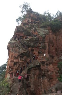 Leshan Great Buddha is located in Sichuan Province, China. It is the largest Buddha statue in the world and listed as UNESCO World Heritage Site. Asian Landscape, Grand Canyon, Buddha, Landscapes, China, Travel, Paisajes, Viajes, Destinations