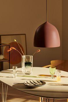 Word jij warm van Deens design? Dan moet je écht een kijkje nemen bij de designproducten van het merk Fritz Hansen. Kenmerkend voor dit mooie label is de passie voor schoonheid, kwaliteit en ontwerp. In het rijkelijk gevulde assortiment vind je meubels, verlichting en accessoires waarmee je je interieur eenvoudig een boost kunt geven. Ceiling Lamp, Ceiling Lights, Berlin Design, Suspended Lighting, Fritz Hansen, Luxury Furniture Brands, Nordic Design, Furniture Styles, Danish Design