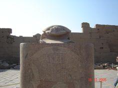 Luxor - Escarabajo. Dicen que si  das siete vueltas a su alrededor vuelves , yo las di por eso espero volver.