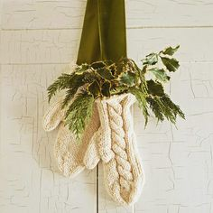 Decorate your door with this seasonal wool mitten decoration.