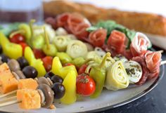 Antipasto Skewers Recipe - Easy Italian Appetizers (with VIDEO! Italian Appetizers Easy, Cheap Appetizers, Finger Food Appetizers, Easy Appetizer Recipes, Finger Foods, Italian Antipasto, Shower Appetizers, Nutrition Education, After School