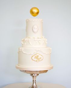 Peppermint Scrolls #weddingcake with #golden monogram and #gold orb
