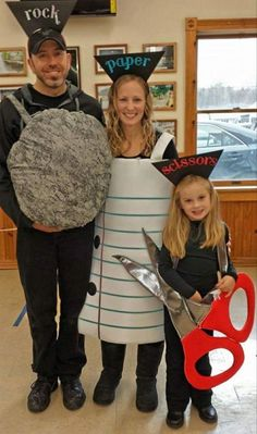 diy costumes Struggling to find a Halloween costume? Look through this list of 25 easy and fun DIY Halloween Costumes! Halloween costumes should be fun and easy, too! Trio Halloween Costumes, Family Halloween, Halloween Outfits, Diy Costumes, Halloween Candy, Halloween Costumes For Families, Costume Ideas, Halloween 2020, Easy Halloween