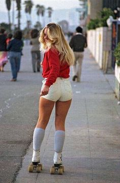 """""""Roller Skater in Venice Beach, CA. x by JangoBeastwood in HistoryPorn - """"Roller Skater in Venice Beach, CA. x by JangoBeastwood in HistoryPorn – - 70s Inspired Fashion, 70s Fashion, Vintage Fashion, Fashion Stores, Trendy Fashion, Style Fashion, Socks Outfit, Roller Disco, Roller Rink"""