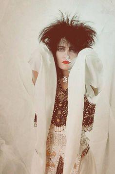 Siouxsie, white