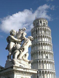 Torre di Pisa e la fontana dei Putti, Italy
