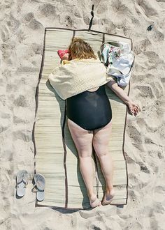 Time to relax! The Lithuanian artist photographer Tadao Cern created this well done series called Comfort Zone. Photography Series, Documentary Photography, Window Photography, Confort Zone, By Kilian, People Sleeping, Blue Forest, Bored Panda, Weird And Wonderful