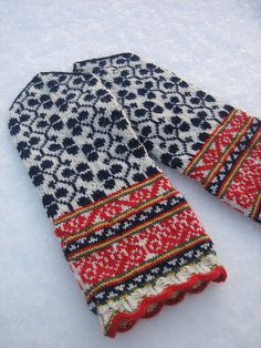 in Wonderland Kaut, after seeing your gorgeous fair isle mittens I'm itching to make some of my own! by marjorie Crochet Mittens, Mittens Pattern, Fingerless Mittens, Knitted Gloves, Knit Crochet, Crochet Granny, Fair Isle Knitting Patterns, Knitting Stitches, Knitting Socks