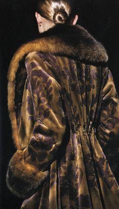 Fur Fashion, Couture Fashion, Mode Mantel, Fashion Themes, She Walks In Beauty, Ferrat, Gianfranco Ferre, Walk This Way, Classic Style Women