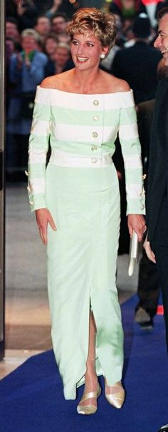 Diana, Princess of Wales, wears a full-length, long-sleeved evening dress in peppermint green and white silk by Catherine Walker, to attend the premiere of Accidental Hero in London in Picture: PA. Princess Diana Dresses, Princess Diana Fashion, Princess Diana Family, Royal Princess, Princess Of Wales, Vintage Princess, Princesa Diana, Most Beautiful Women, Beautiful People