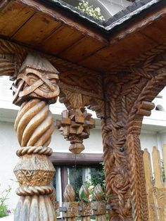 wood hand carved work from maramures Chip Carving, Wood Carving Art, Wood Carvings, Wood Artwork, Ap Studio Art, Art Studios, Hand Carved, Beautiful Places, Sculptures