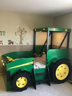 Traktor-Bett-Pläne (pdf-Format) erstellen Sie ein Bauernhof-themenorientiertes … Tractor Bed Plans (pdf format) create a farm-themed bedroom for your child perfect for the DIY woo Bedroom Themes, Kids Bedroom, Tractor Bedroom, John Deere Bedroom, Car Bed, Bed Plans, Baby Boy Rooms, Kid Beds, Kids Furniture
