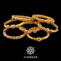 "Bengali Bridal Jewellery: The dazzling ""bodhu"" - Elegant Eves Bridal Jewelry, Gold Jewelry, Jewelry Bracelets, Gold Necklace, Gold Bangles Design, Jewelry Design, Ancient Jewelry, Antique Jewelry, Thing 1"