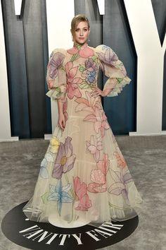 Lili Reinhart Photos Photos: 2020 Vanity Fair Oscar Party Hosted By Radhika Jones - Arrivals Stunning Dresses, Nice Dresses, Long Dresses, Emerald Green Velvet Dress, Nude Gown, Versace Gown, Glamorous Outfits, Black Silk Dress, Pink Gowns