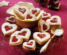 German Christmas Cookies Linzer hearts (or Linzer Herzen in German) are the cookie variation from the Linzer Cake. Easy to make German Christmas Cookie. German Christmas Cookies, German Cookies, Holiday Cookies, Christmas Treats, Holiday Baking, Christmas Baking, German Baking, Muffins, Galette