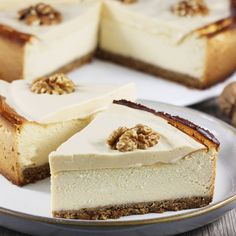 Wspaniały przepis na pyszny sernik kajmakowy z orzechami. Smakuje wybornie, pięknie się prezentuje. Jest doskonałym pomysłem na Święta i nie tylko. Wypróbuj koniecznie. Kiwi, Dessert Drinks, Love Cake, Vanilla Cake, Feta, Cheesecake, Sweets, Cakes, Potato Flour