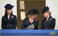 pregnant kate middleton takes a moment of silence to remember fallen soldiers 02