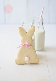 Adorable and increadibly simple bunny cookies (I'm thinking cotton candy for the tail)