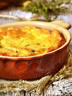 Frittata with ricotta - La Frittata di ricotta con timo e menta è una ricetta della tradizione rustica contadina rivisitata con un tocco di raffinatezza che la rende irresistibile. #frittatadiricotta