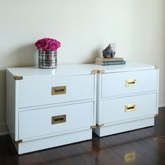 Campaign pair of nightstands / chests / side tables in glossy white campaign furniture