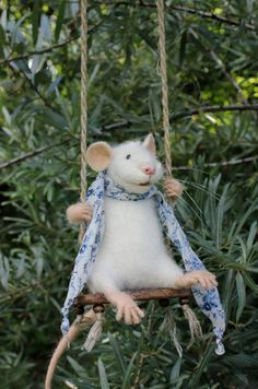 Swinging Mouse Needle Felted Mouse White от MouseHousebyAlina