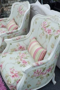 Gorgeous upholstered chairs. #UpholsteredChair