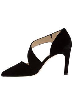 ¡Consigue este tipo de zapatos de salón de Hobbs ahora! Haz clic para ver los detalles. Envíos gratis a toda España. Hobbs ADA COURT Zapatos altos black: Hobbs ADA COURT Zapatos altos black Zapatos   | Material exterior: tela, Material interior: piel, Suela: piel auténtica, Plantilla: cuero | Zapatos ¡Haz tu pedido   y disfruta de gastos de enví-o gratuitos! (zapatos de salón, salon, court, courts, pumps, zapatillas, escarpins, tacchi alti, salón)