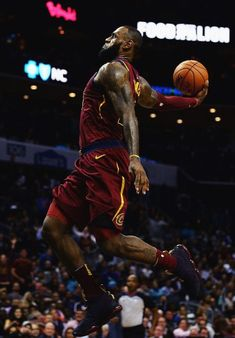 Milestones of College Basketball. Basketball is a favorite pastime of kids and adults alike. Lebron James Basketball, Mvp Basketball, Nba Lebron James, King Lebron James, Basketball Shooting, Basketball Pictures, Basketball Legends, College Basketball, King James
