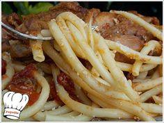 ΚΟΚΟΡΑΣ ΧΩΡΙΑΤΙΚΟΣ ΚΡΑΣΑΤΟΣ ΜΕ ΧΟΝΤΡΑ ΜΑΚΑΡΟΝΙΑ!!! Poultry, Recipies, Spaghetti, Food And Drink, Meat, Chicken, Ethnic Recipes, Oreos, Recipes