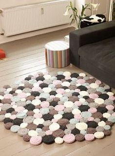Crochet carpet yourself & crochet pattern via Makerist.de Source by ogajser The post Crochet carpet yourself & crochet pattern via Makerist.de appeared first on The most beatiful home designs. Crochet Carpet, Crochet Home, Crochet Yarn, Crochet Stitches, Crochet Blanket Patterns, Baby Knitting Patterns, Pom Pom Rug, Diy Carpet, Modern Carpet