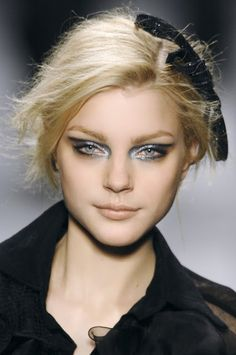 Discount Real Techniques click here   ...   https://www.youtube.com/watch?v=kChUkGQxxJs #makeup #makeupbrushes #realtechniques