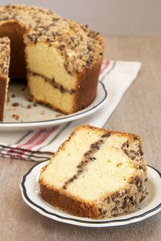 This delightful Chocolate Chip Crumb Pound Cake features a sweet topping and swirl flavored with chocolate, cinnamon, and sugar. - Bake or Break Best Cake for everyday Köstliche Desserts, Dessert Recipes, Pound Cake Recipes, Pound Cakes, Brownie, Coffee Cake, Let Them Eat Cake, Yummy Cakes, No Bake Cake
