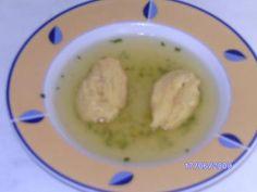 Das perfekte Schwämmchen - Feine Suppeneinlage-Rezept mit einfacher Schritt-für-Schritt-Anleitung: In einer kleinen Schale die Eier, etwas Salz, Pfeffer…