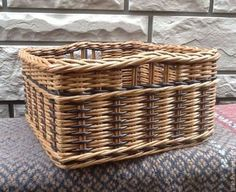 Basket Willow, Paper Furniture, Basket Crafts, Magazine Crafts, Paper Weaving, Cardboard Paper, Newspaper Crafts, Paper Basket, Basket Decoration