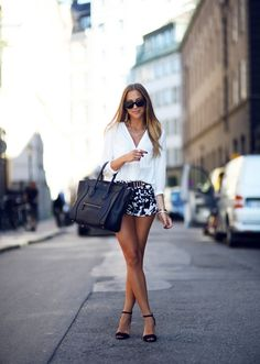 Love this black Celine bag! And her total outfit is also soo cute! Look Fashion, Fashion Beauty, Fashion Outfits, Womens Fashion, Fashion Tips, White Fashion, Dress Fashion, Street Fashion, Street Style