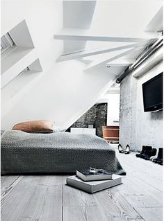 attic bedroom, large knit bedspread, exposed rafters, and look at that tub. It is made the same way a barrel is made. really design ideas room design design interior design Loft Interior, Interior Architecture, Interior And Exterior, Interior Design, Interior Modern, Kitchen Interior, Dream Bedroom, Home Bedroom, Bedroom Decor
